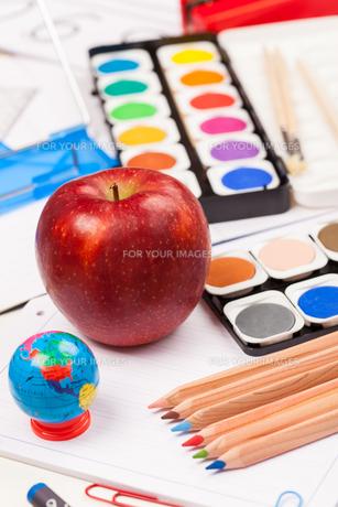 Back to school - school suppliesの写真素材 [FYI00751929]