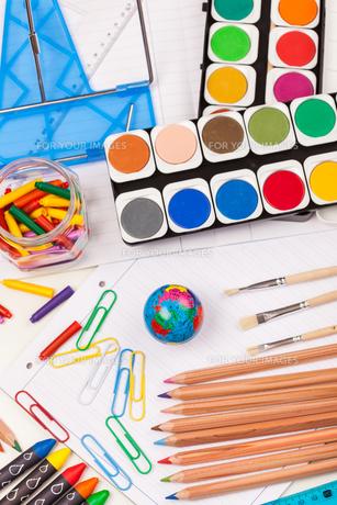 Back to school - school suppliesの写真素材 [FYI00751934]