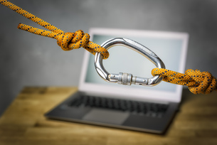 carabiner with laptopの写真素材 [FYI00751953]