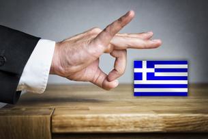 Man shoots Greek Flag offの写真素材 [FYI00751965]