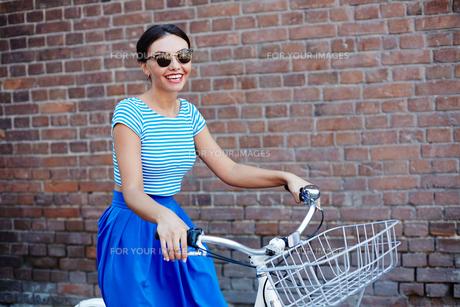 Girl on bicycleの素材 [FYI00752517]