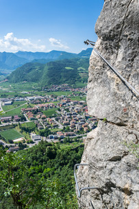 climbing adventure in the italian mountains near Garda Lakeの写真素材 [FYI00752540]
