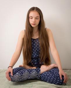 Teenage Hippie Brunette Girl In Lotus Poseの写真素材 [FYI00752545]