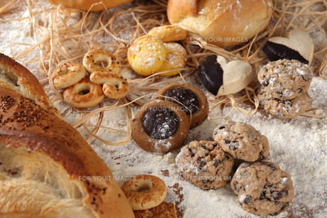 Bread Biscuits and flourの写真素材 [FYI00752703]
