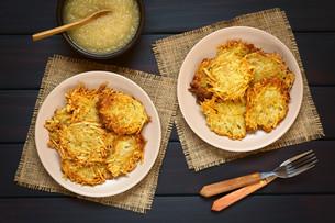 Potato Pancake or Fritter with Apple Sauceの写真素材 [FYI00752870]