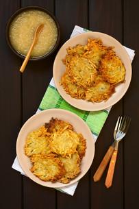 Potato Pancake or Fritter with Apple Sauceの写真素材 [FYI00752872]