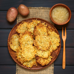 Potato Pancake or Fritter with Apple Sauceの写真素材 [FYI00752878]