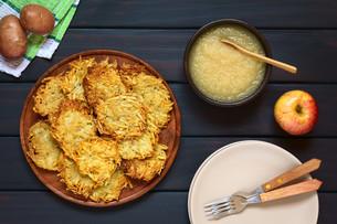 Potato Pancake or Fritter with Apple Sauceの写真素材 [FYI00752879]