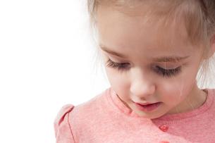 Closeup shot of little girl with long eyelashesの写真素材 [FYI00752935]