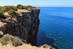 Mezzaluna cliff in San Pietro isleの写真素材 [FYI00753007]