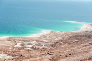 Natural environmental disaster on Dead Sea shoresの写真素材 [FYI00753068]