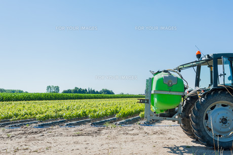 Tractor with equipment for pesticide treatmentの写真素材 [FYI00753091]