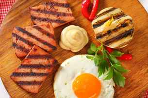 Grilled Leberkase with fried egg and mustardの写真素材 [FYI00753165]