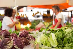 Vegetable market stall.の写真素材 [FYI00753232]