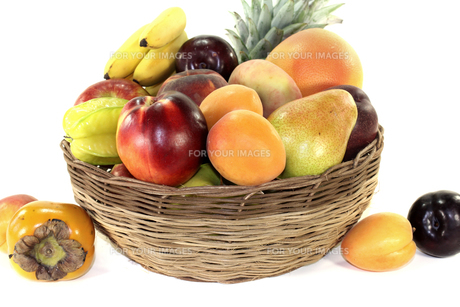 fruit basket with various colorful fruitsの素材 [FYI00753454]