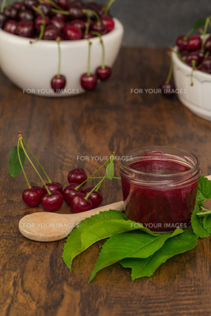 boil cherry jamの写真素材 [FYI00753825]