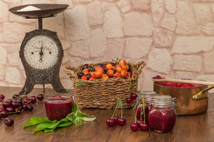 boil cherry jamの写真素材 [FYI00753831]