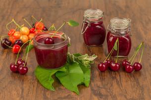 boil cherry jamの写真素材 [FYI00753832]