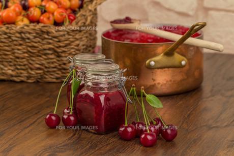 boil cherry jamの写真素材 [FYI00753837]