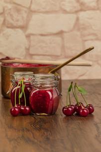 boil cherry jamの写真素材 [FYI00753838]