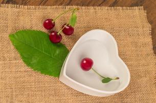 boil cherry jamの写真素材 [FYI00753842]