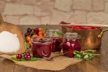 boil cherry jamの写真素材 [FYI00753846]
