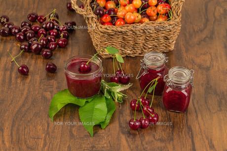 boil cherry jamの写真素材 [FYI00753850]