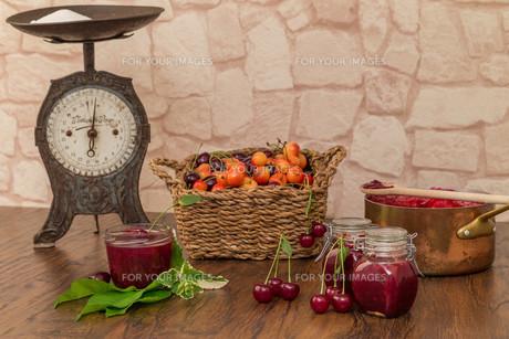 boil cherry jamの写真素材 [FYI00753851]