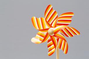 Colorful toy pinwheelの写真素材 [FYI00753959]
