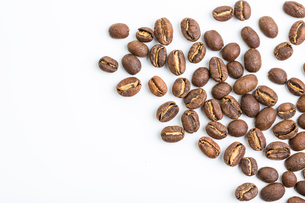 Coffee beans isolated on whiteの写真素材 [FYI00754012]