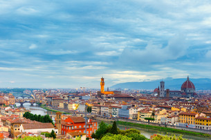 Famous view of Florence at night, Italyの写真素材 [FYI00754351]