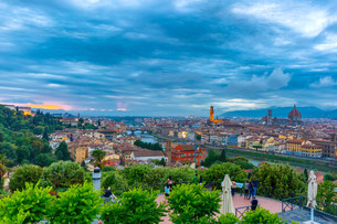 Famous view of Florence at night, Italyの写真素材 [FYI00754360]