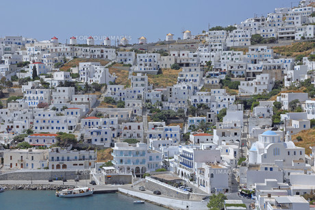 overlooking the picturesque village of chora on the island of astypalea,greeceの写真素材 [FYI00754483]