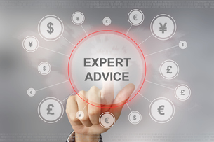 business hand pushing expert advice buttonの写真素材 [FYI00754530]