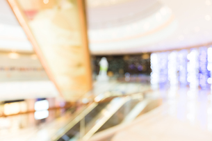 Abstract blur shopping center backgroundの写真素材 [FYI00754858]