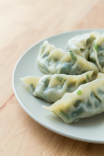 Chinese meat dumpling on the white plateの写真素材 [FYI00754860]