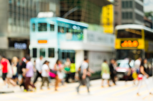Blur background people crossing the roadの写真素材 [FYI00754869]