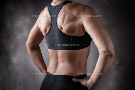 Trained back middle aged womanの写真素材 [FYI00755173]