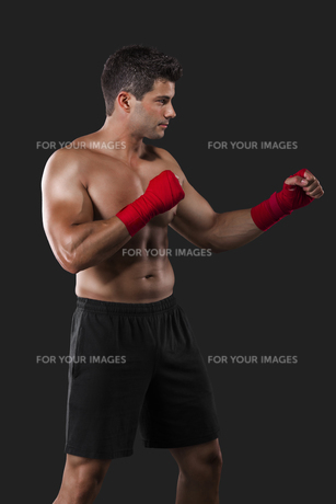 Man practicing body combatの写真素材 [FYI00755295]