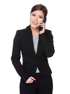 Young businesswoman talk to cellphoneの写真素材 [FYI00755400]