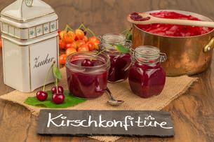 boil cherry jamの写真素材 [FYI00755434]