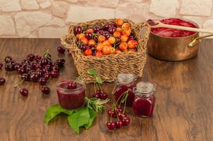 boil cherry jamの写真素材 [FYI00755436]