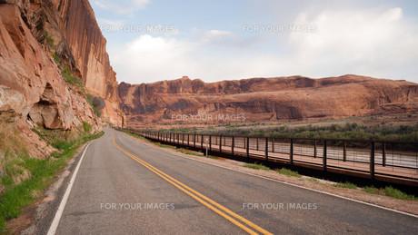 Utah Outback Highway 128 Colorado River Bike Pathの写真素材 [FYI00755501]