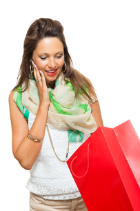 young attractive woman with dark hair and red bag saleの写真素材 [FYI00755955]