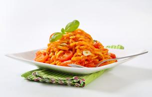 Spaetzle in garlic tomato sauceの写真素材 [FYI00756009]