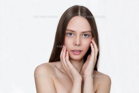 beautiful young girl and clean skinの写真素材 [FYI00756078]