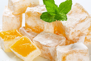 Mastic-flavored jelly cubes (Greek Turkish delight)の写真素材 [FYI00756299]