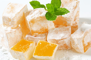 Mastic-flavored jelly cubes (Greek Turkish delight)の写真素材 [FYI00756305]