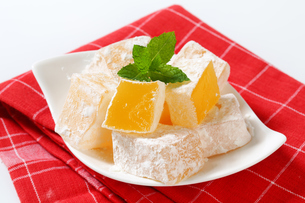 Mastic-flavored jelly cubes (Greek Turkish delight)の写真素材 [FYI00756308]