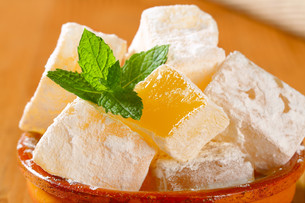 Mastic-flavored jelly cubes (Greek Turkish delight)の写真素材 [FYI00756315]